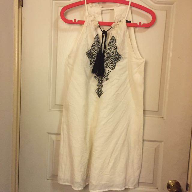 Zara休閒刺繡洋裝