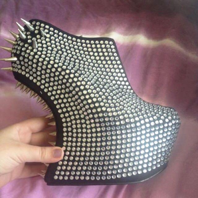 ZU Heel-less Shoes