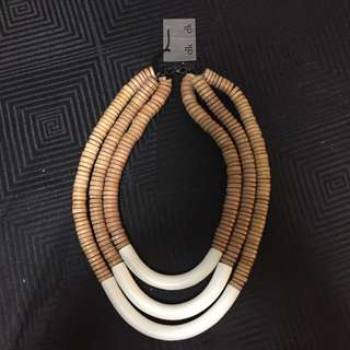 Elk Necklace White And Nude