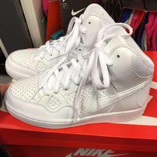 Nike基本款素色白潮鞋 女生版