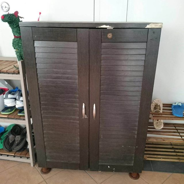 Lockable Shoes Rack in Good Condition