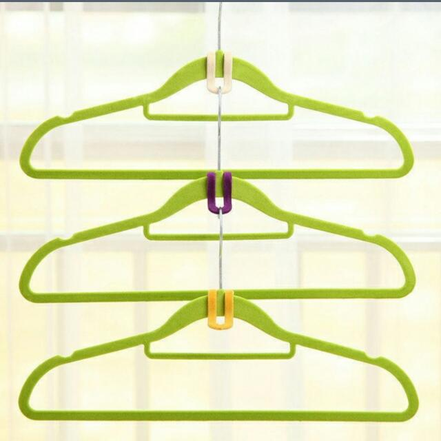 Save Space Clothing Hangers (10pc)