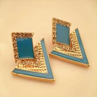 Sparkling blue stud earrings