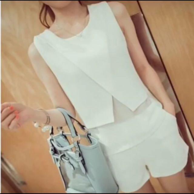 白色無袖套裝