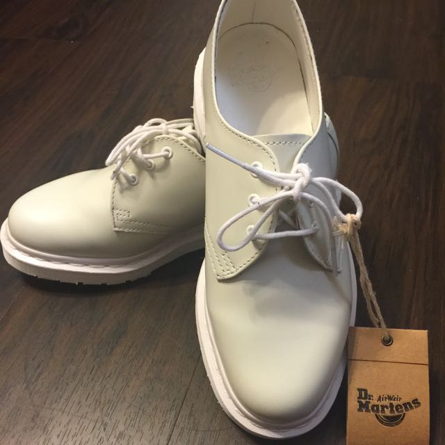 Dr.Martens 3孔全白馬汀鞋(保留勿下標)