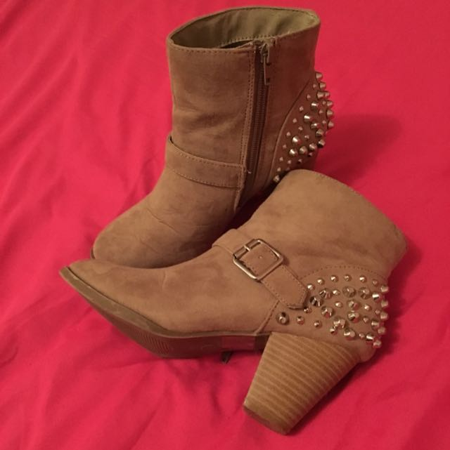 Hardly Worn Size 6 Emerson Ankle Studded Boots