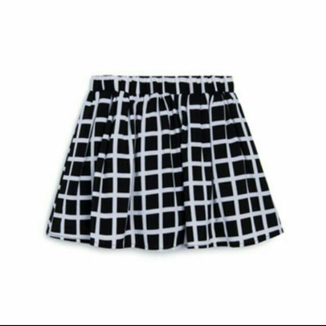 Pazzo黑底白格紋褲裙