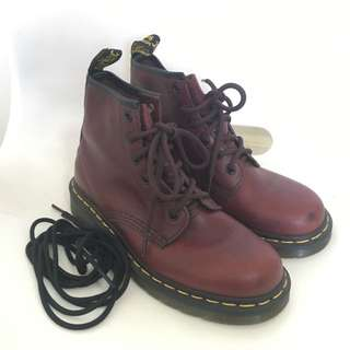 ‼️SALE$99‼️Dr martens UK4