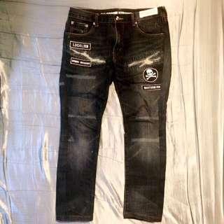 深藍刀割牛仔褲