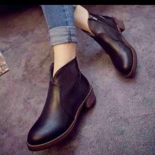 英倫黑色短靴