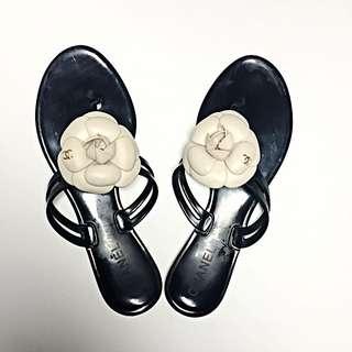 Chanel香奈兒山茶花平底夾腳拖鞋
