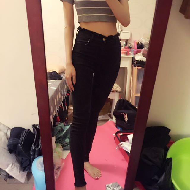 超修飾腿型、臀部。黑色毛邊牛仔褲/長褲👖