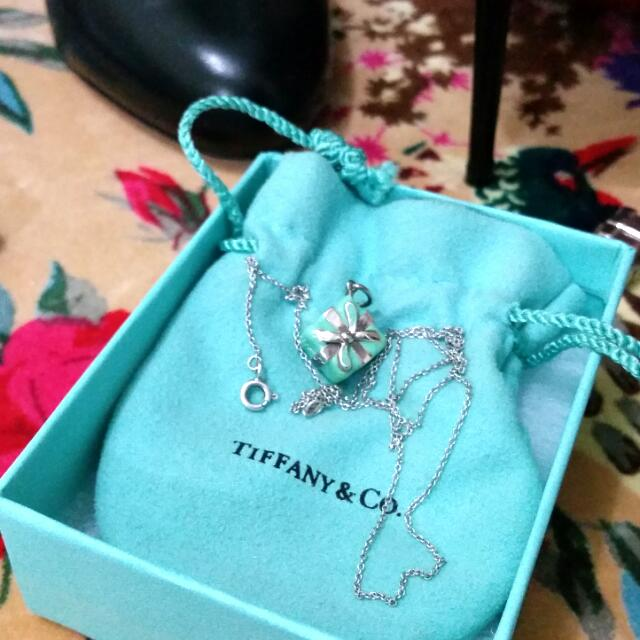 66cdad56e12e8 Authentic Tiffany & Co Gift Box Charm And Sterling Silver 925 ...