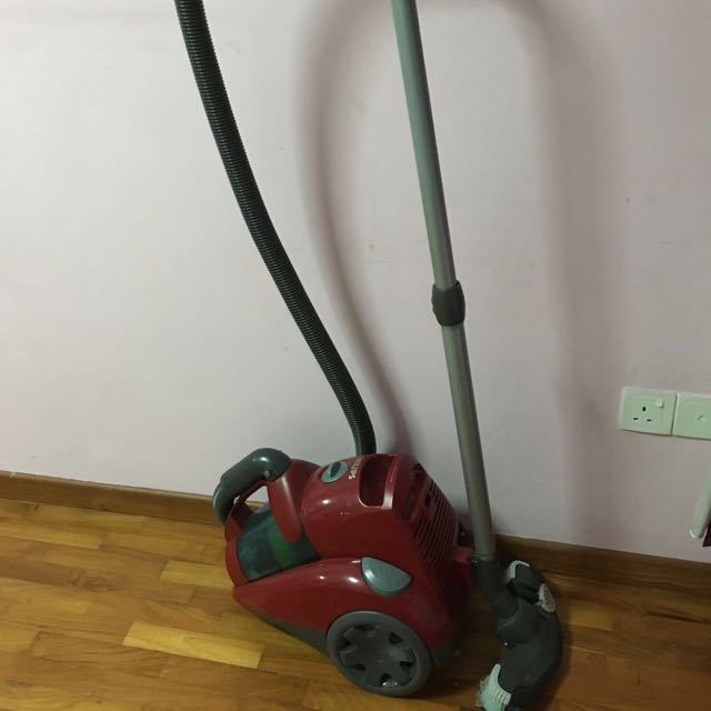 Philips Bagless Vacuum Cleaner