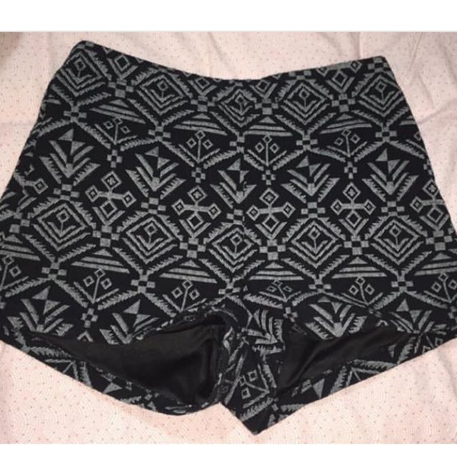 VALLEY GIRL SHORTS SIZE 10