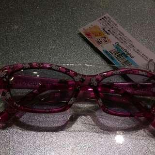 HeLLO Kitty太陽眼鏡全新機場購入原价430現300含運(限郵寄) 另有一只一模一樣9成新(附一副紅色墨鏡一樣300含運(限郵寄) 售出不退