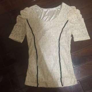正韓貨。 彈性蕾絲上衣。 全新未穿過 原價$2380元