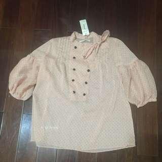 正韓貨。 粉色點點雪紡上衣。 全新。 元價$2180元