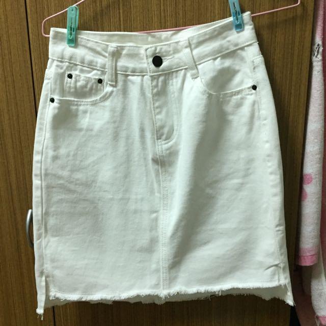 (保留中)白色牛仔短裙