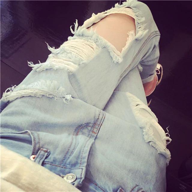 寬鬆bf風破洞淺色牛仔褲