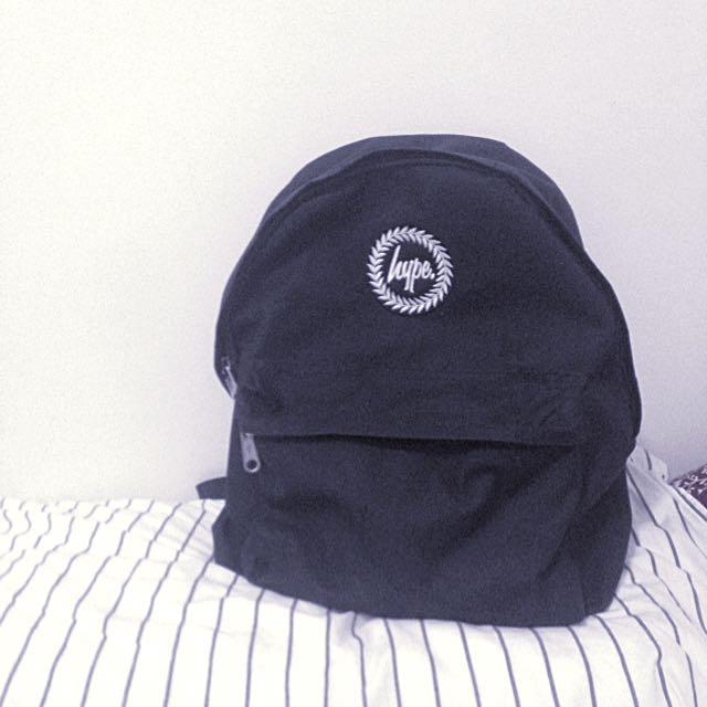 Hype英國品牌小字繡黑包款