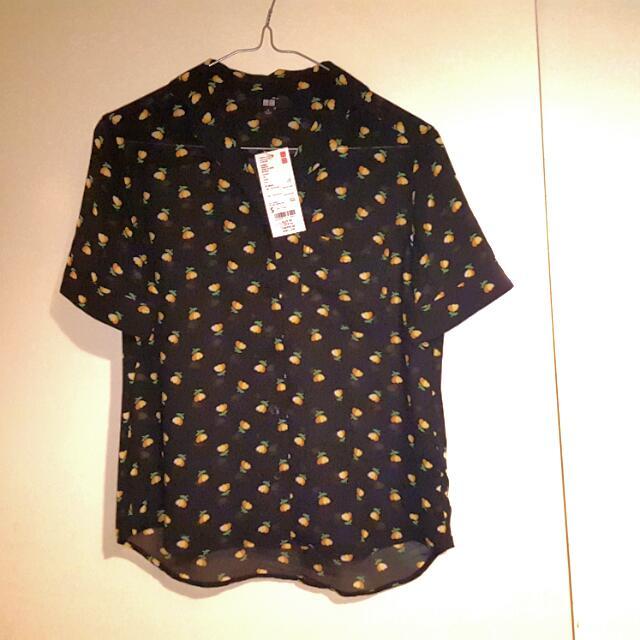 NEW UniQlo Short-sleeve Blouse - Size S (NEW)