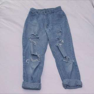ON HOLD Vintage High Waisted Levi Jeans 10