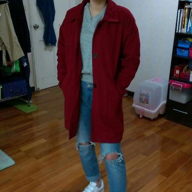 酒紅色大衣