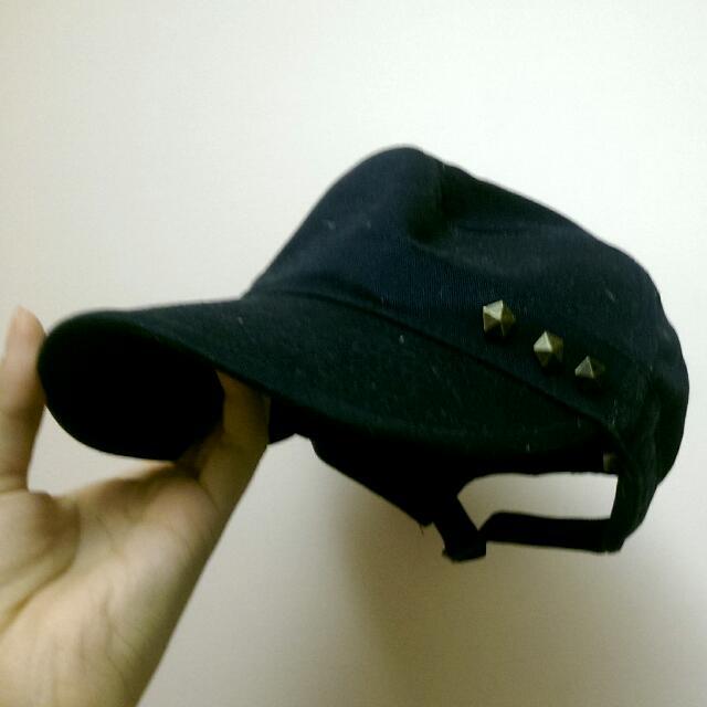 鉚釘黑扁壓舌帽