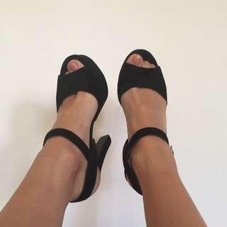 Steve Madden Black Heel (size 8.5)