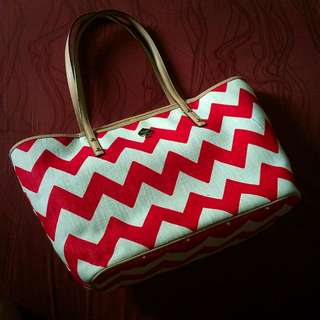 Kate Spade Never full Style Bag In Red And White