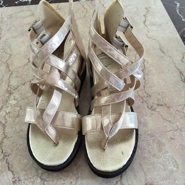 全新金屬感羅馬涼鞋