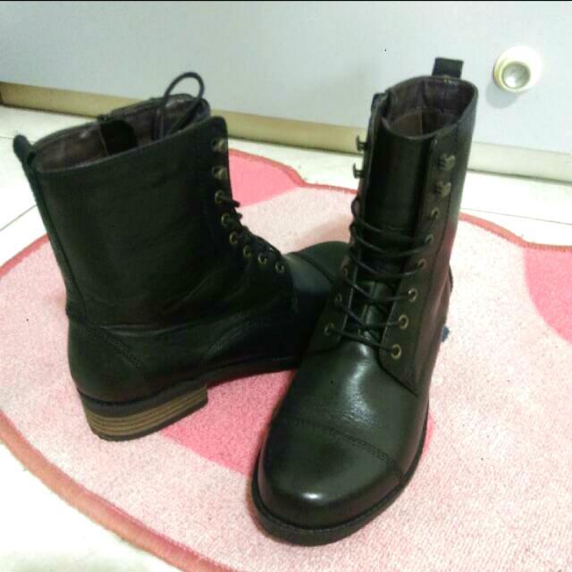 黑色馬丁靴