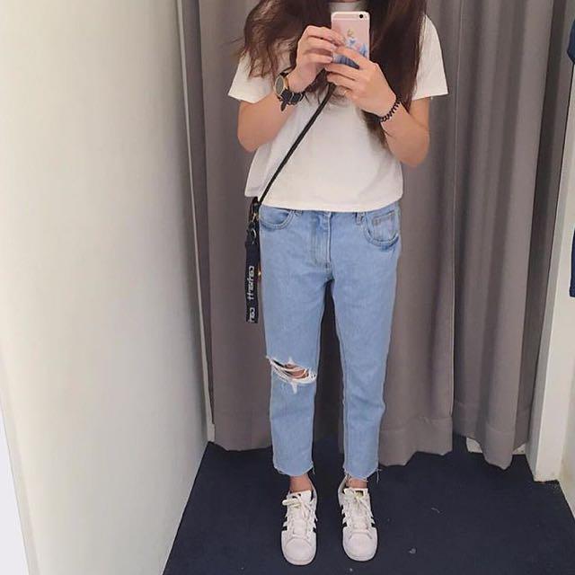 全新 韓國製 淺刷破牛仔褲