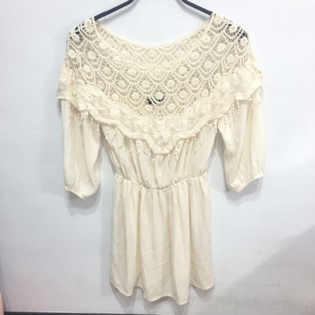 Lovfee 肩膀簍空雕花蕾絲連身裙