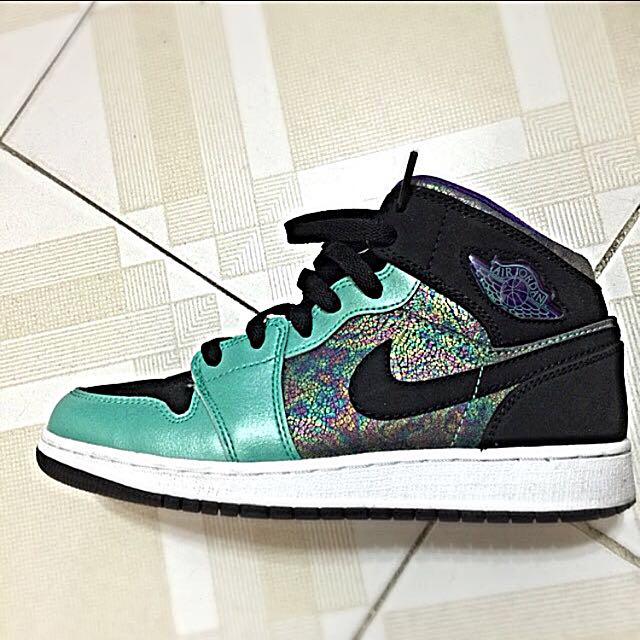 0fd3371d924 Nike Air Jordan 1 Retro Mid GS (555112 309), Women's Fashion on ...