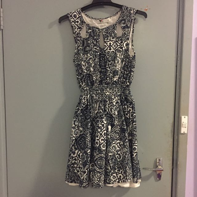 Size 10 Temt Navy Blue And White Patterned Dress