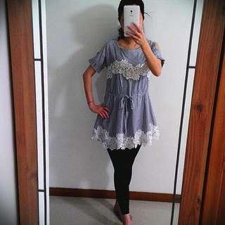 藍色細條紋蕾絲洋裝