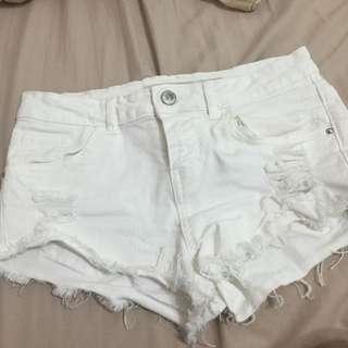 Bershka BSK 白色短褲