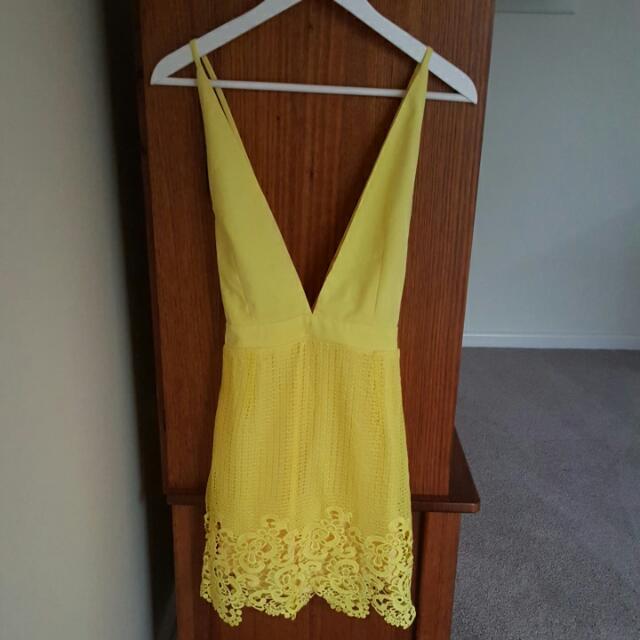 Yellow Plunge Neckline  Lace Detail Dress SIZE 10