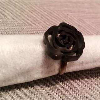 黑玫瑰個性壓克力戒指