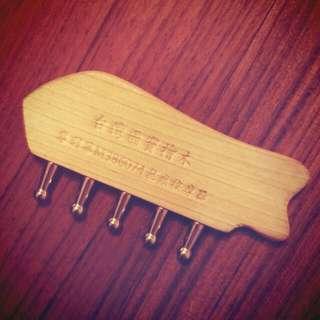 檜木不鏽鋼按摩梳👐頭皮/肩頸/臉部/刮痧/手足💆實用小工具♡好上手的按摩棒 台灣國寶檜木無痕按摩器