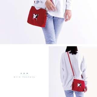 YIZI-一只一隻~紅色乳牛奶牛刺繡口金包側背包法國絨 複古搞怪文藝垮包單肩包~~第一代第二代