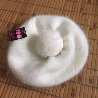 純白兔毛貝蕾帽