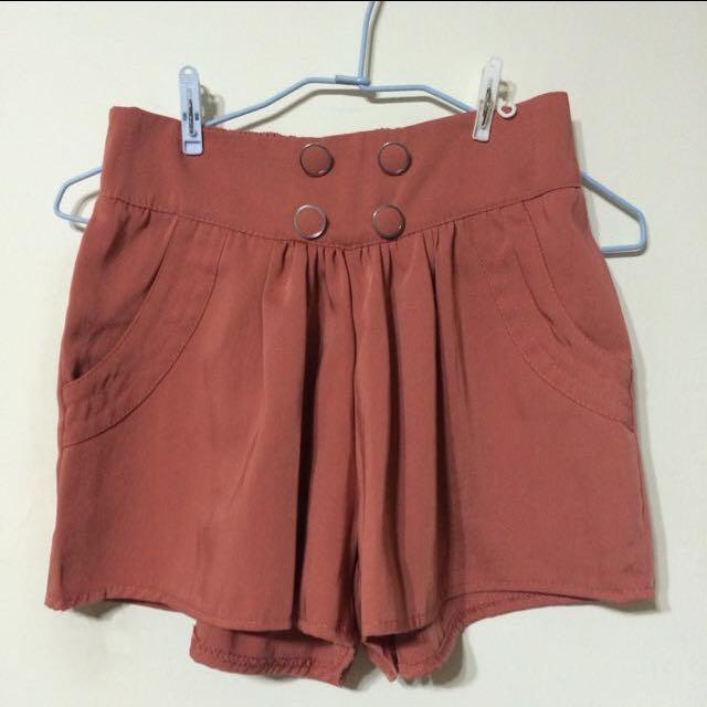 氣質橘紅色排扣短褲