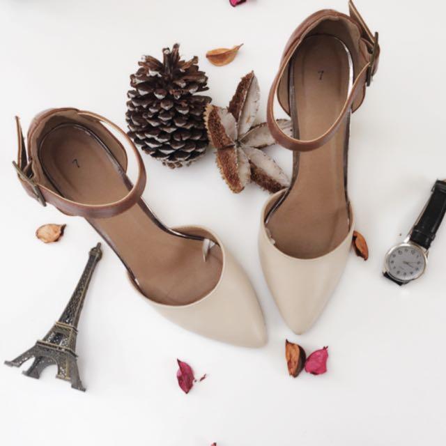 👠Tan Brown White Heel Size 7