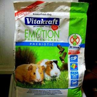 天竺鼠飼料 大顆粒 可當草磚  Vitakraft 全年齡豬