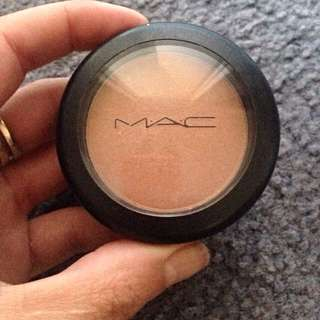 Mac Sheer tone Blush In Trace gold