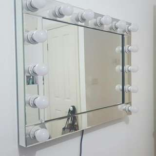 Hollywood Style Mirror With LED Bulbs