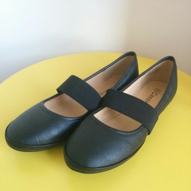 Black Flats With Elastic Size 6 AU